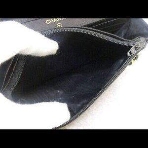 CHANEL Bags - CHANEL black CC flap crossbody Caviar Gold chain